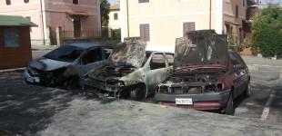 Manziana: vetture incendiate e forti esplosioni in piena notte
