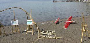 Anguillara. Istantanee d'arte sulla spiaggia: gli studenti del Paciolo allestiscono un'esposizione