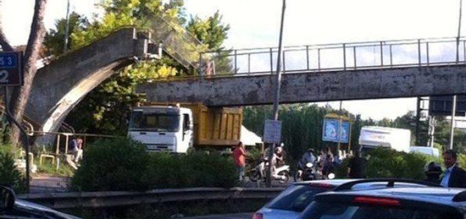 Crollato ponte su Via Flaminia. Strada chiusa