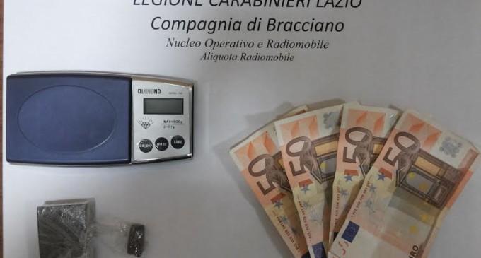 Morlupo: spaccia hashish davanti a Carabinieri, arrestato