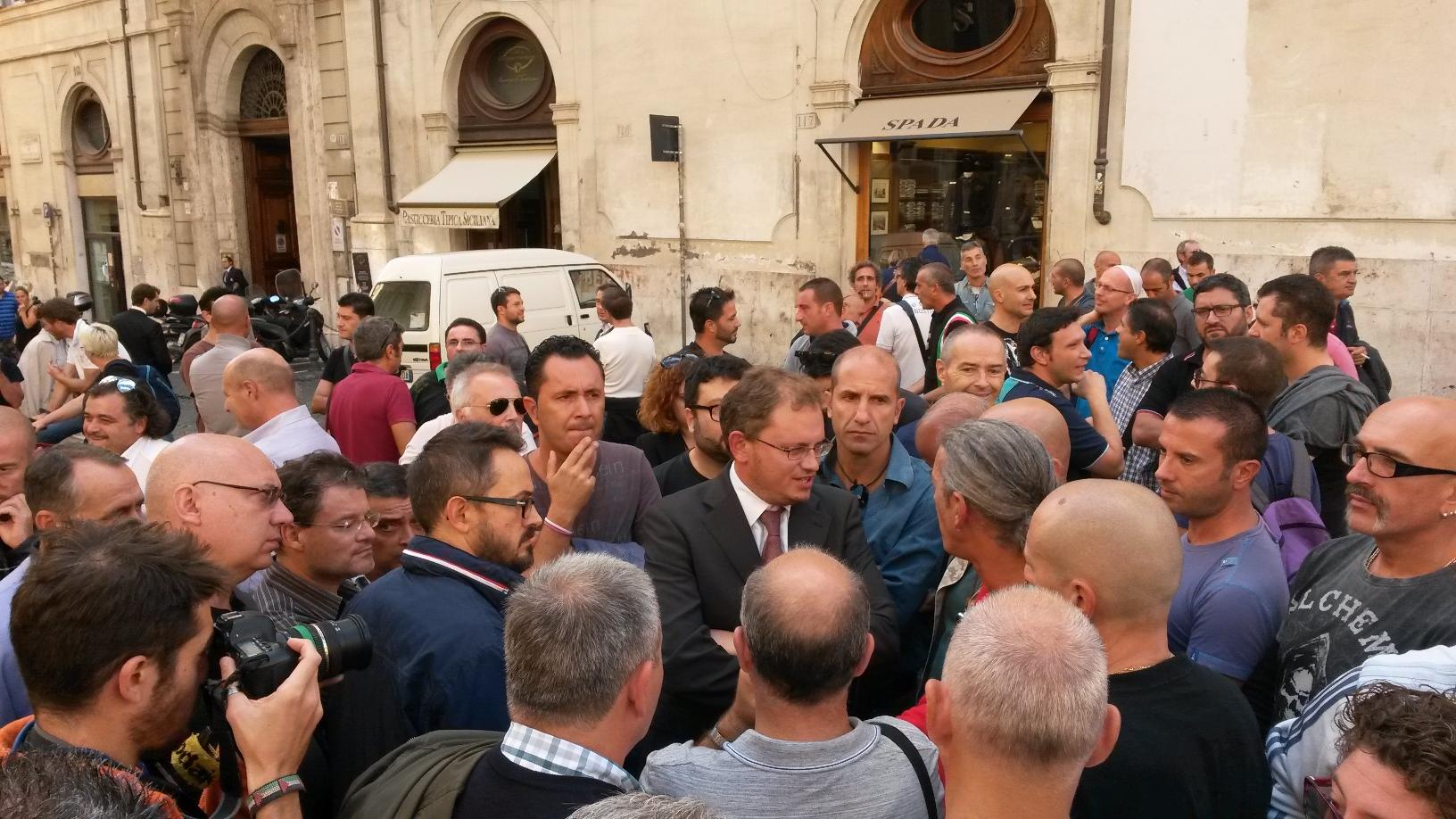 Alitalia deputati e senatori pd necessario trovare for Numero senatori e deputati