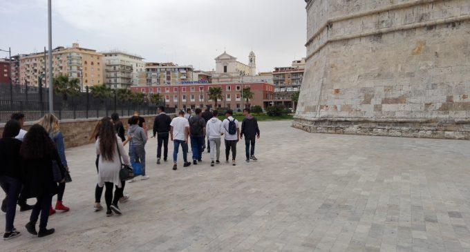 """Civitavecchia. Gli studenti dell'alberghiero di Ladispoli visitano il """"Porto di Roma"""""""