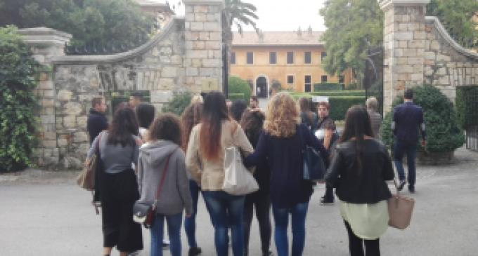 Ladispoli, gli studenti dell'Alberghiero in visita alla Posta Vecchia
