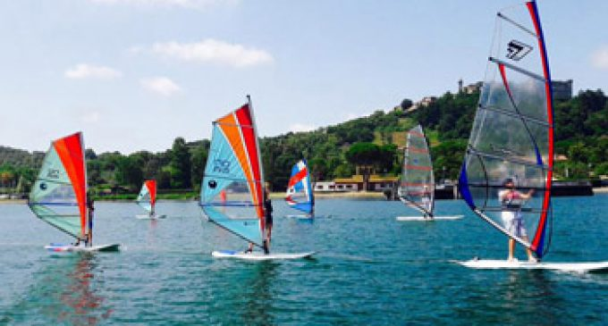 Sabato in windsurf per salvarle il lago di Bracciano