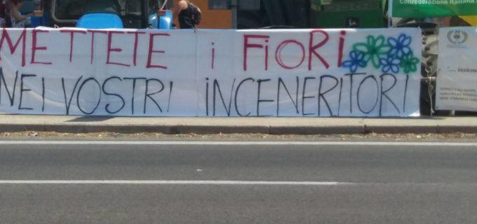 Rifiuti. Cittadini bloccano Aurelia per NO a discariche e inceneritori a Pizzo del Prete