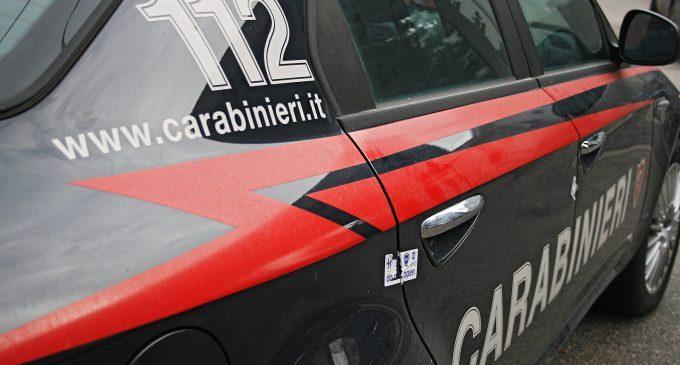 Fumavano uno spinello davanti a scuola. I controlli dei carabinieri contro il bullismo e lo spaccio