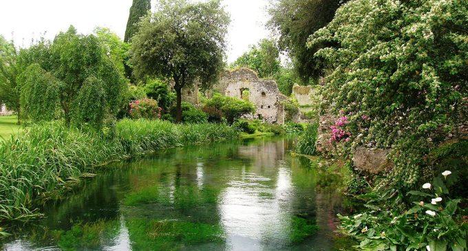 Siccità: la crisi idrica non risparmia neanche i Giardini di Ninfa