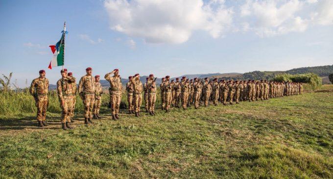 """Aviolancio Bandiera di Guerra del 185° Reggimento Artiglieria Paracadutisti """"Folgore"""""""