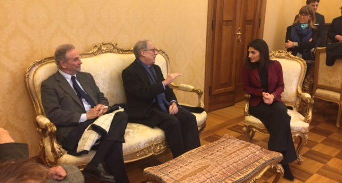La sindaca Raggi con una delegazione della Corte Costituzionale in visita a Palazzo Valentini