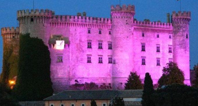 Tumore al seno: il Castello di Bracciano si illumina di rosa. Domenica 11 marzo il concerto