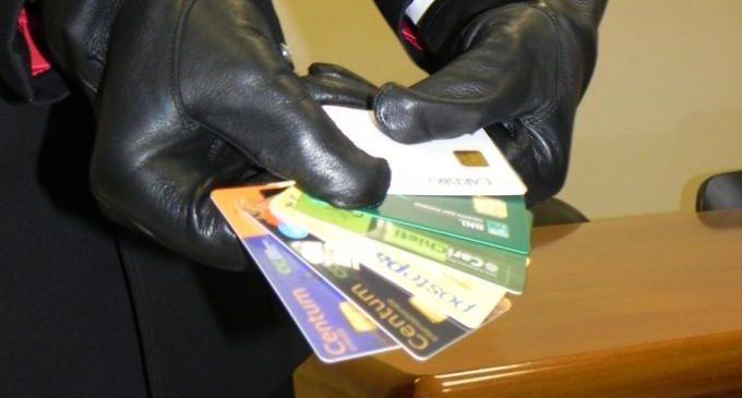 Bracciano. Spese pazze con carta di credito appena smarrita: due le denunce