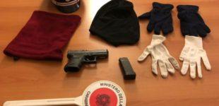 Non si fermano all'alt dei carabinieri: arrestate due persone in possesso abusivo di armi