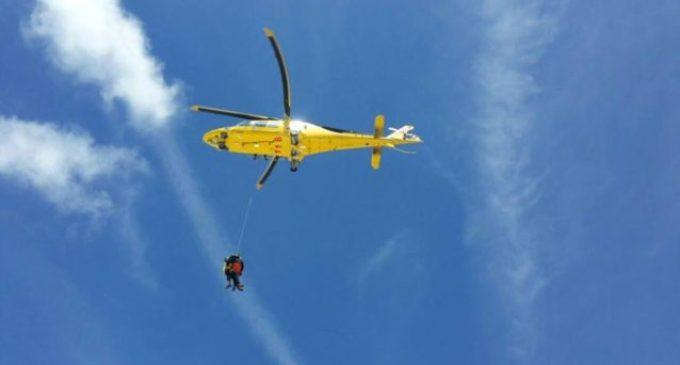 Cade in un dirupo durante una scampagnata con amici: giovane salvata dal soccorso alpino