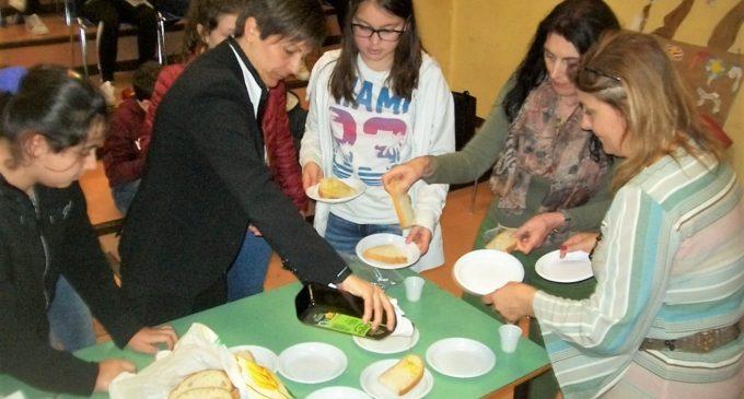 """Ladispoli, alla """"C. Melone"""" la dottoressa Loriana Abbruzzetti ha trattato un argomento molto interessante: l'olio d'oliva"""