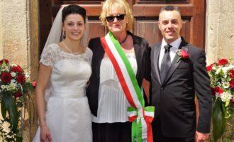 Oriolo, celebrate le prime nozze all'interno di villa Altieri presso la Casina di caccia dall'ex sindaco Graziella Lombi
