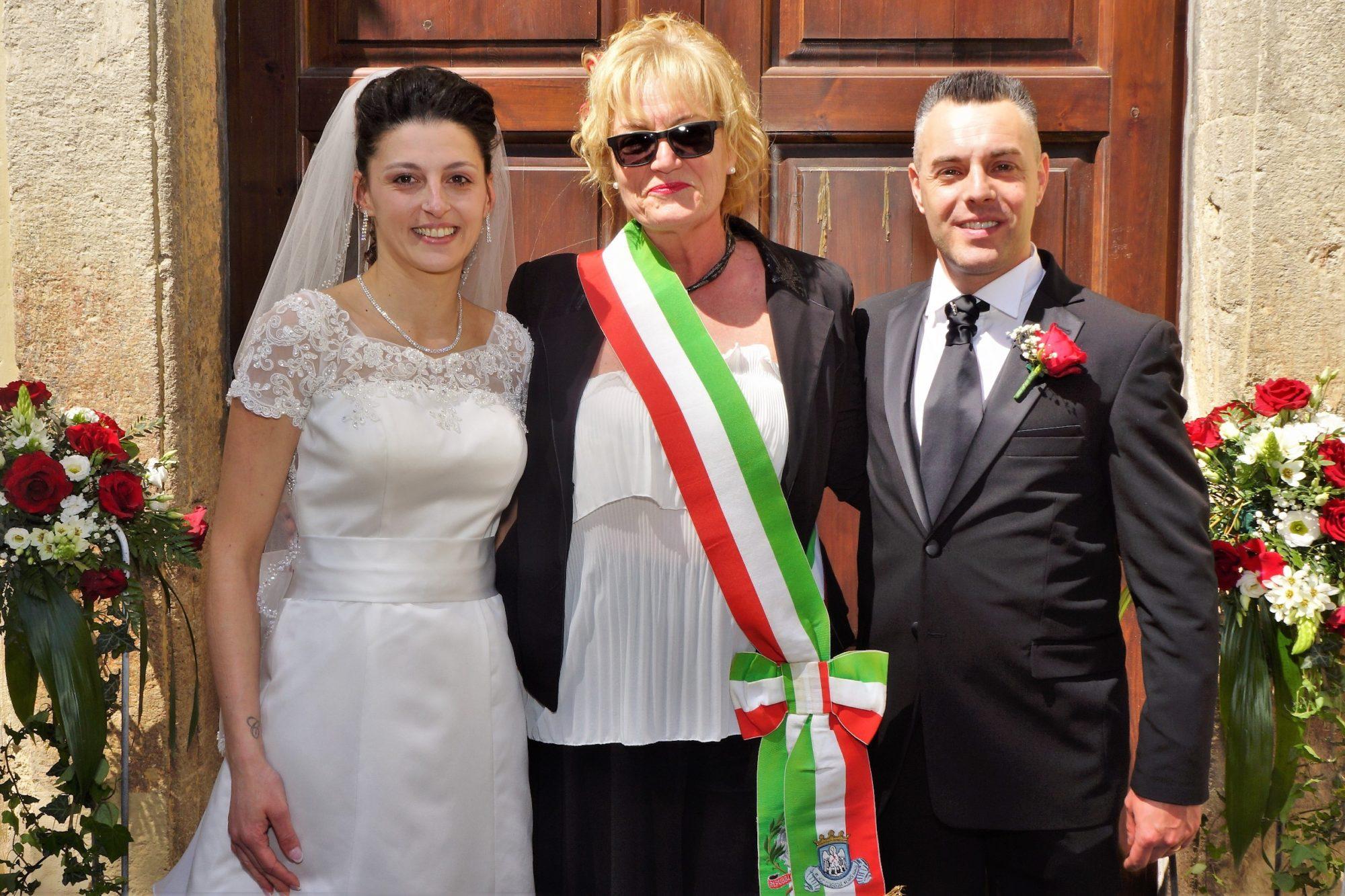 Matrimonio Oriolo Romano : Oriolo celebrate le prime nozze all interno di villa