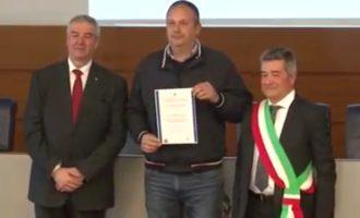 Protezione Civile Cerveteri, Renato Bisegni ritira pubblica benemerenza davanti il Premier Conte
