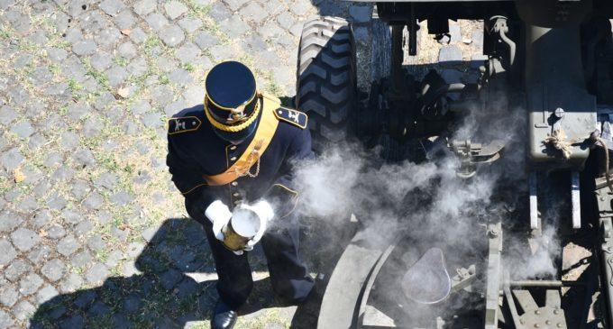 """Il Comando di Artiglieria al Gianicolo con il tradizionale """"colo di cannone"""""""