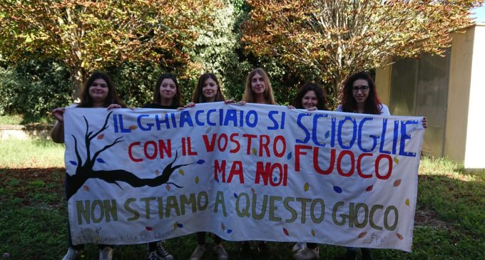 """Bracciano, anche l'Istituto Paciolo è sceso in strada per """"Fridays for Future"""""""