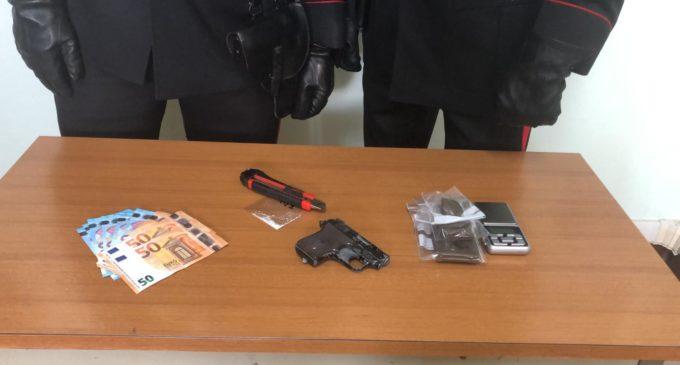 Roma: Droga e pistola lanciarazzi in casa – Due arresti