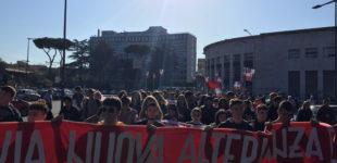 """Roma: """"Non saremo mai vostri schiavi"""", oggi il corteo studentesco contro tagli e nuova alternanza"""