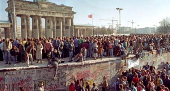 Trent'anni fa la caduta del Muro di Berlino: Quel passo che segnò la Libertà