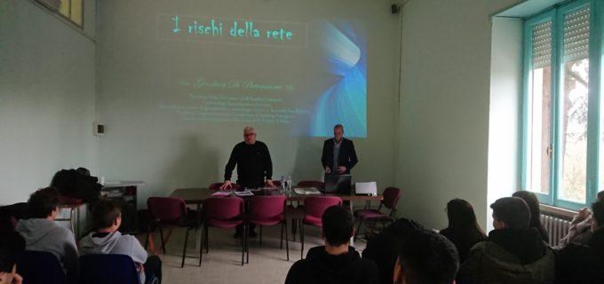 """Svolto stamane presso l'ITG """"Salvo D'Acquisto"""" di Castel Giuliano, il seminario dedicato ai """"Social media opportunità e rischi legati all'uso della Rete"""""""