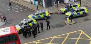Londra, uomo accoltella passanti. Ucciso dalla Polizia