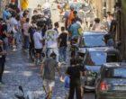 """Roma, rischio contagi emergenza giovani: dai pub alla fila per le scarpe """"assembramenti pericolosi"""""""