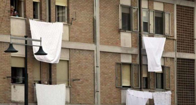 """""""LENZUOLA BIANCHE A BALCONI E FINESTRE"""", che si svolge dal 23 MAGGIO al 26 LUGLIO: UNA 'INIZIATIVA CHE SI RIPETE OGNI ANNO DAL 2012"""