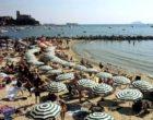 Stangata Covid sulle vacanze: rischio aumenti fino al 20% tra spiaggia e ristorante