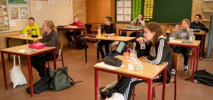 A scuola classi divise, doppi turni, sabato in aula e (alle superiori) lezioni online: le istruzioni per settembre