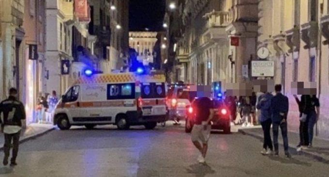 Roma, ragazza in monopattino investe pedone in via del Corso