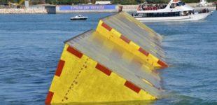 Venezia, ora è la sabbia a mettere a rischio la prova generale del Mose: durante un test si bloccano (di nuovo) quattro paratoie