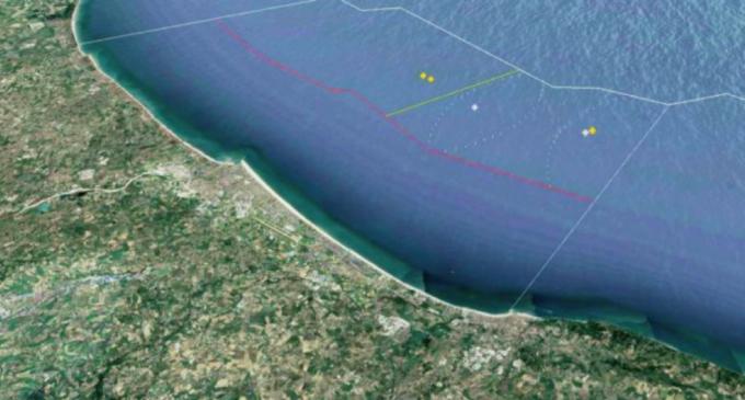 """Eolico off-shore, il progetto al largo di Rimini fa discutere. In Italia è una novità, l'esperto: """"Inevitabile per arrivare a 100% rinnovabili"""""""