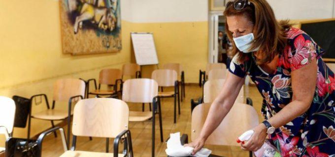 Nuovo anno scolastico, la bozza dell'intesa tra sindacati e Miur: test sierologici, supporto psicologico, percorsi per il distanziamento