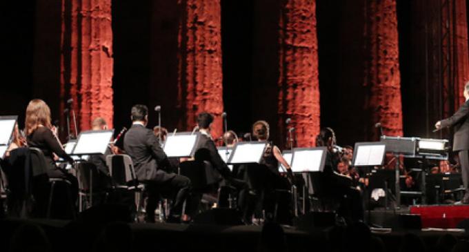 Riccardo Muti tra i templi di Paestum: «Serve armonia nei suoni e nella società»