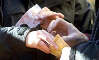 L'Italia degli usurai.Figli dati in pegno per pagare i debiti: l'ultima vergogna