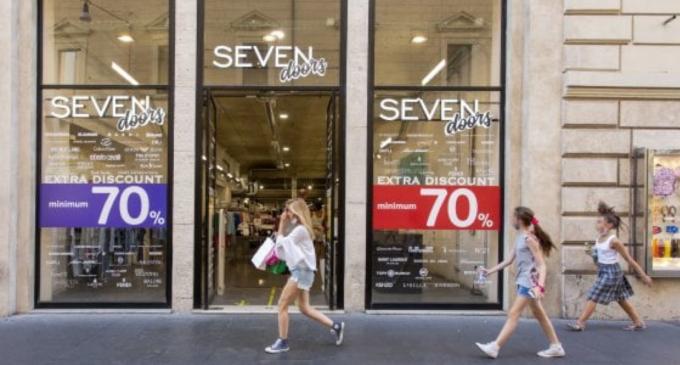 """Saldi, a Roma dopo il flop monta la protesta: """"Orari dei negozi da cambiare"""""""
