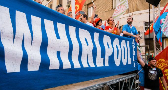 Whirlpoolconferma la chiusura di Napoli, il piano B del governo