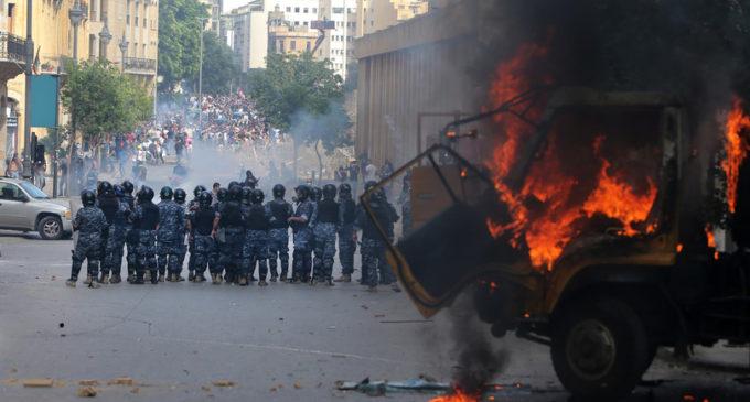 Beirut in rivolta, assalto ai ministeri