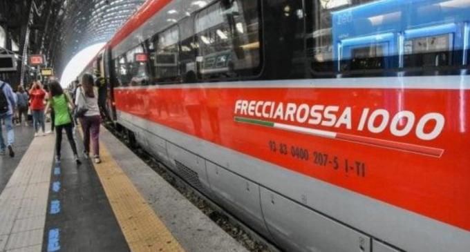 Treni regionali, torna il distanziamento: Rossi si adegua all'ordinanza del ministro