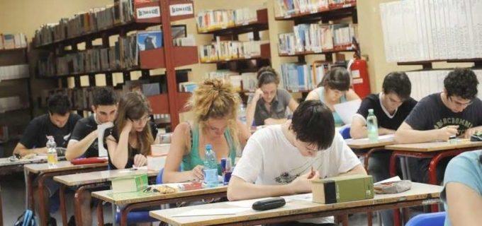Scuola, lunedì al via i test su docenti e bidelli. Per la riapertura in sicurezza possibile uso locali paritarie