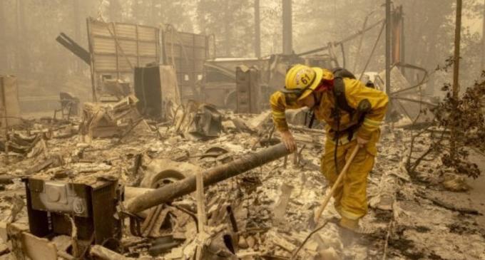 Usa, decine di vittime negli incendi sulla costa ovest.