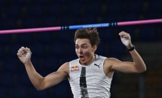 Atletica, asta: Duplantis record del mondo 6,15 metri all'aperto