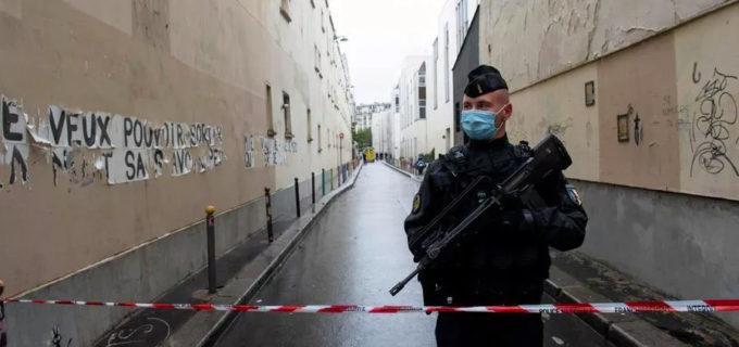 """Parigi, professore decapitato al grido di """"Allah akbar"""""""
