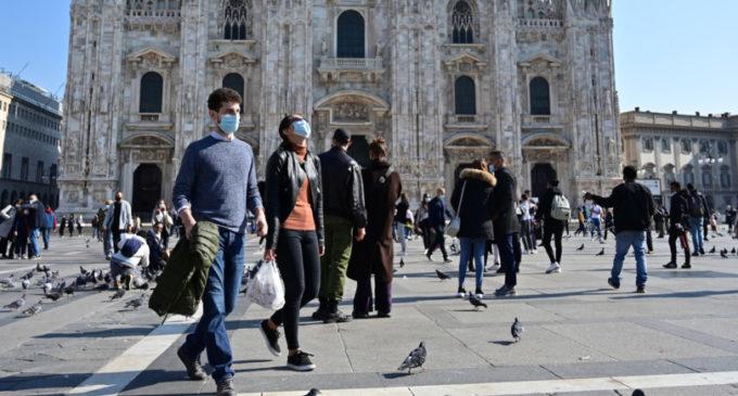 """""""Se il Dpcm non funziona, tra 20 giorni in Italia 900.000 positivi"""", dice uno studio"""