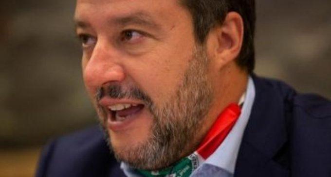 Salvini accusa il governo di 'mancata prevenzione'; ma lui la mascherina non la metteva