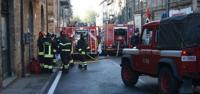 Incendio in casa a Vejano, muore un giovane