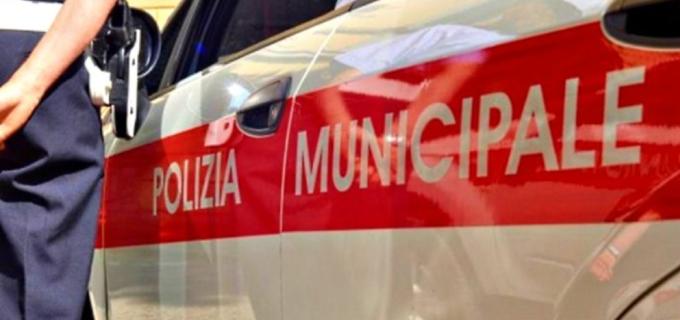 Due vigili di Roma fanno sesso nell'auto di servizio ma dimenticano la radio accesa.